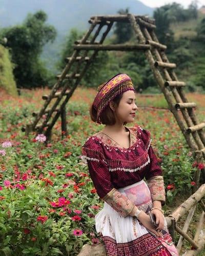 Những bộ trang phục truyền thống của đồng bào dân tộc thiểu số rất hợp vào mùa xuân khi hoa cỏ xanh tươi