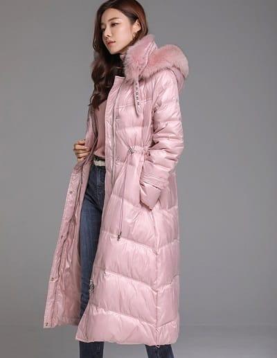 Áo phao dáng dài gắn lông màu hồng nhẹ