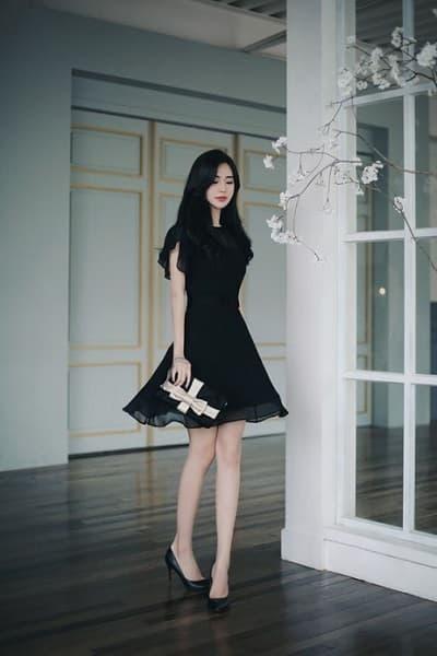 Váy voan xoè tông đen nhẹ nhàng