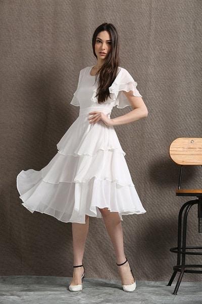 Váy voan xếp ly đa tầng tôn vẻ đẹp sang trọng