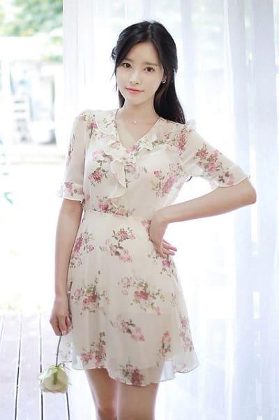 Tông màu nhẹ nhàng cho vẻ đẹp rạng ngời của chiếc váy voan