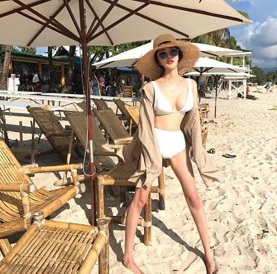 Mặc Bikini đi biển + Mũ cói đi Phú Quốc