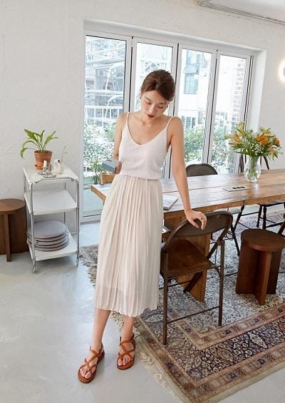 Mặc Áo 2 dây trắng + Chân váy đi Phú Quốc