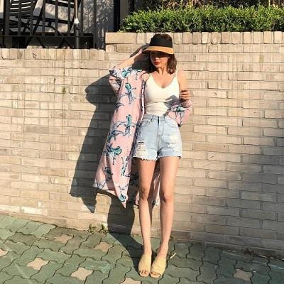 Mặc Áo 2 dây + Quần short jeans + Áo khoác ngoài đi Phú Quốc