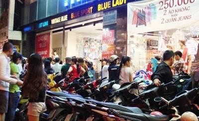 Đường Nguyễn Trãi: thiên đường mua sắm quần áo tết
