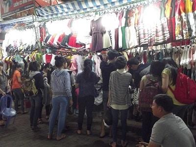 Chợ đêm lúc nào cũng đông khách