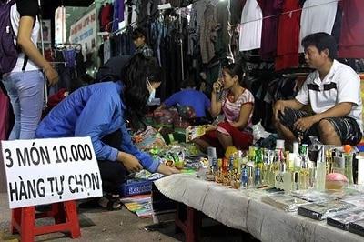 Nước hoa, mỹ phẩm đều có tại Chợ đêm Thủ Đức