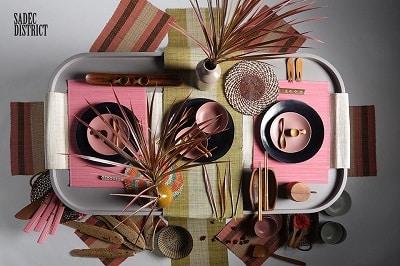 Bộ 6 tấm placemat này cũng được Sadéc District thiết kế hộp quà tặng riêng với màu sắc đậm đà