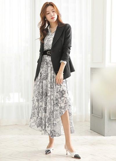 Công thức: Đầm hoa dài + áo khoác vest