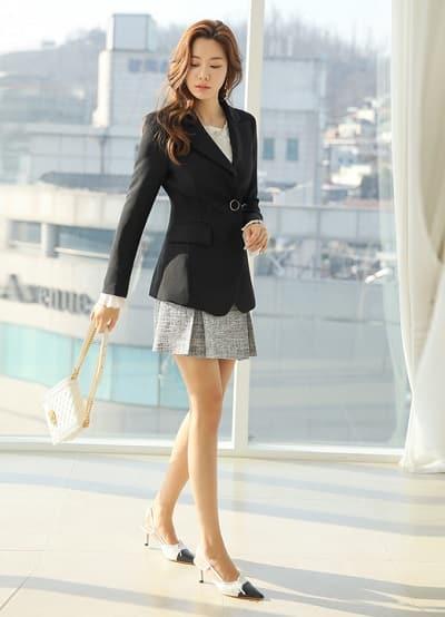 Công thức: Áo kiểu + Chân váy ngắn + áo khoác vest sang trọng, quý phái cho cô nàng công sở