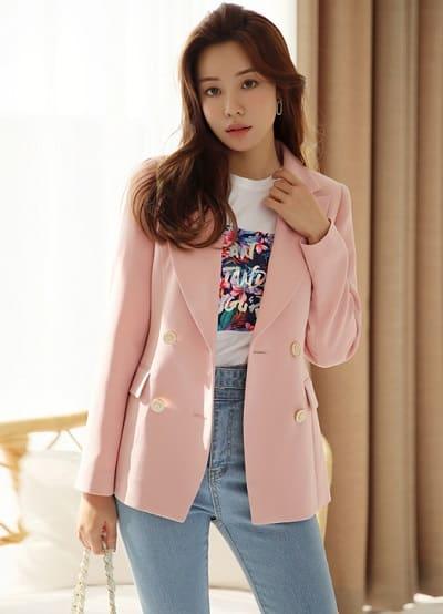 Công thức: Áo phông + quần jean + khoác vest tông pastel