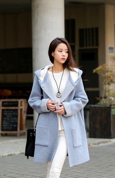 Áo dạ mang lại vẻ đẹp thanh lịch và nhẹ nhàng cho các bạn nữ
