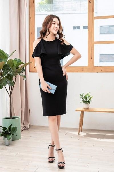 Thiết kế sáng tạo nổi bật với đường cut out phối bèo cực kỳ ấn tượng, mẫu váy công sở hè 2020 này chắc chắn sẽ không thể thiếu trong tủ đồ của quý cô hiện đại