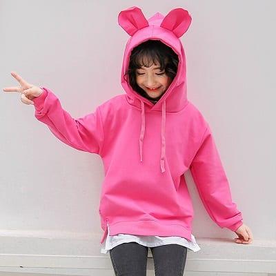 Áo thun hoodie cho bé gái.