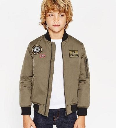 """Áo khoác bomber cũng là món đồ """"hot"""" của xu hướng thời trang trẻ em 2021."""