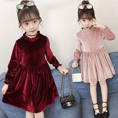 Đơn giản nhưng màu sắc đáng yêu của mẫu đầm này cũng là lựa chọn xu hướng thời trang trẻ em 2021.
