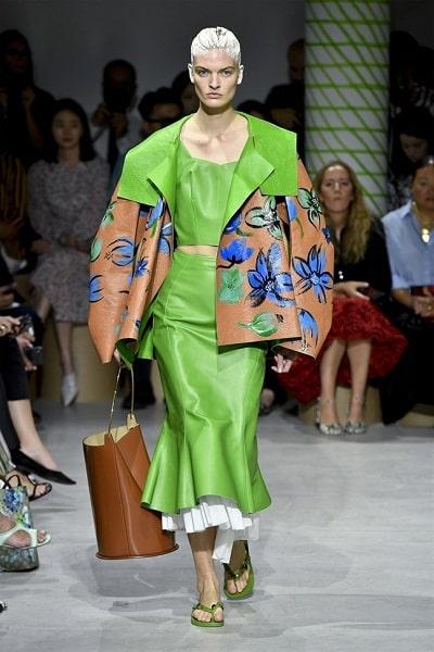 Chất liệu da mùa xuân thống trị xu hướng thời trang xuân hè 2020