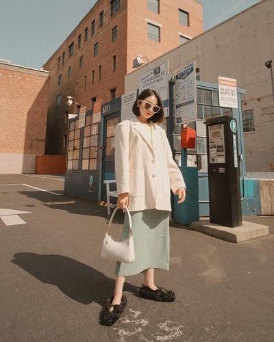 Áo thun + Chân váy suông + Blazer dáng rộng