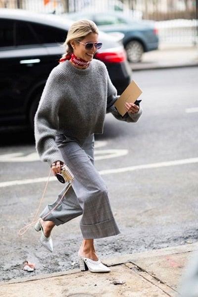 Áo len dáng rộng và quần công sở