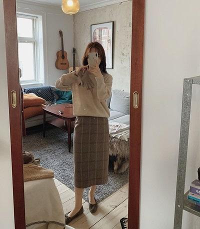 Chân váy suông kẻ ô dáng dài