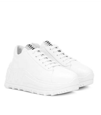 Giày sneaker đế thô