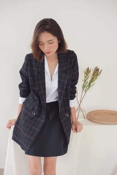 Áo khoác blazer là trang phục công sở đẹp thanh lịch nhưng vẫn không mất đi nét cá tính