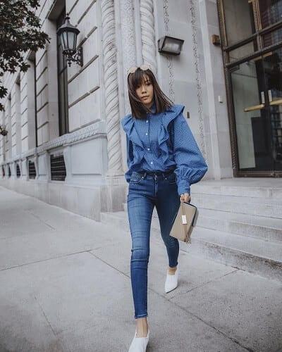 Áo sơ mi phối với quần jeans luôn trang phục hoàn hảo dành cho chốn công sở