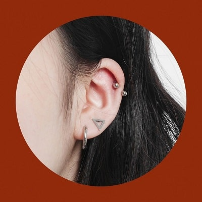 Xỏ lỗ trên vành tai làm nên phong cách chất lừ để đi chơi tết