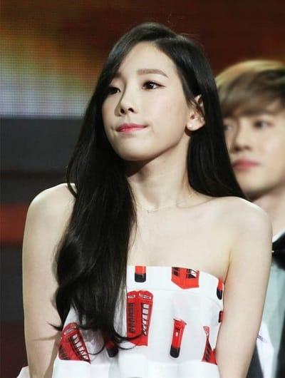 Taeyeon đã nhiều lần để tóc đen truyền thống.