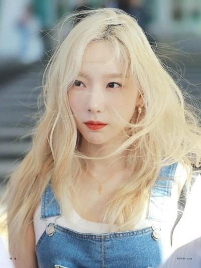 Vừa sang chảnh lại vừa tôn trọn lên vẻ đẹp, Taeyeon thật quá xuất sắc với màu tóc nổi bật này.