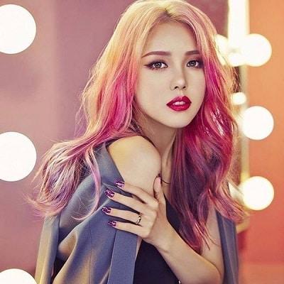 Màu tóc lighlight đỏ sẽ giúp bạn sở hữu ngoại hình rực rỡ và độc nhất