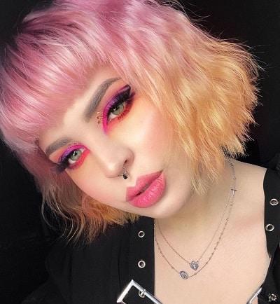 Với kiểu nhuộm này, bạn có thể nhuộm đuôi tóc bob với những gam màu rực rỡ như đỏ cam, đỏ hồng, hồng pastel,...