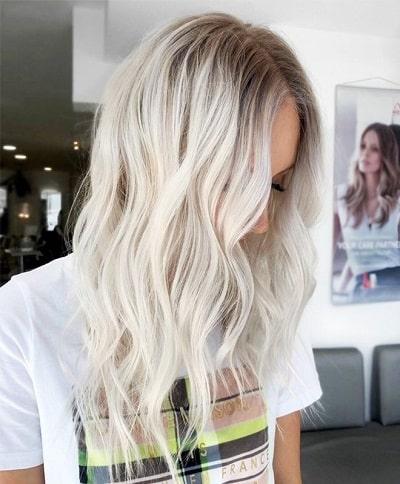 Bạn có thể nhuộm vàng bạch kim với phong cách khác bằng cách nhuộm sáng màu dần về phía ngọn tóc