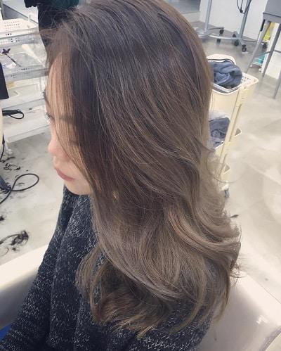 Nhuộm tóc màu nâu sương mù khi đến trường