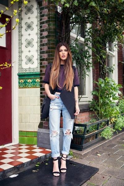 Jeans rộng + Giày cao gót