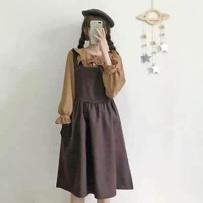 Ngoài áo sơ mi ra thì áo voan bèo cũng là sự lựa chọn mặc kèm váy yếm