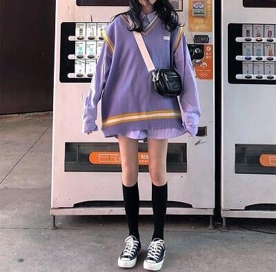 Phong cách street style với kiểu áo len tay ngắn phối với áo sơ mi oversize