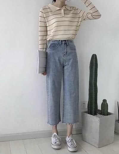 Phối áo thun sọc ngang với quần jean đầy cá tính