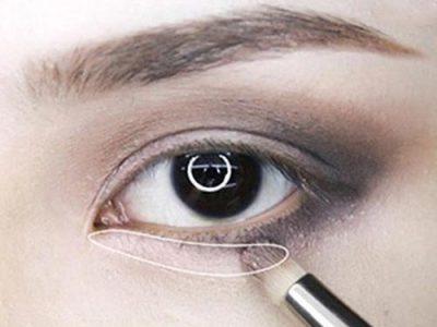 Dùng búi màu sáng để vẽ ở phía đầu mắt
