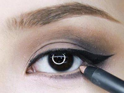 Dùng bút trắng để vẽ một đường ở mi trong mắt