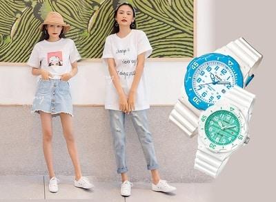 Áo T-shirt và đồng hồ thể thao