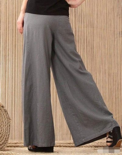 Với những chiếc quần ống rộng dài chấm gót chân, bạn sẽ trông cao ráo và tôn dáng hơn khi diện những chiếc quần này.