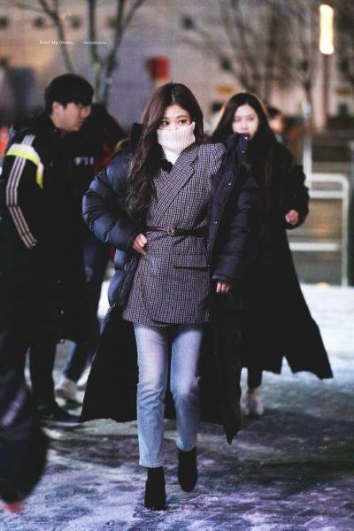 Với mùa đông, người đẹp phối với blazer cũng đẹp hết ý.