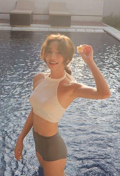 Áo Bra + Quần bơi đơn giản tôn vóc dáng