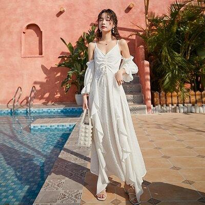 Đầm maxi màu trắng trễ vai đi biển
