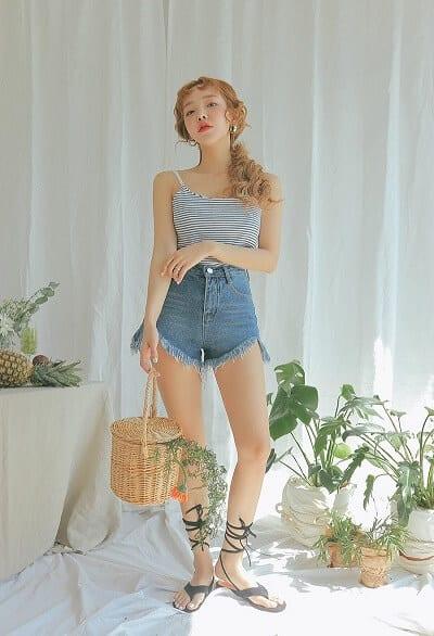 Áo 2 dây kẻ + Jeans short đi biển