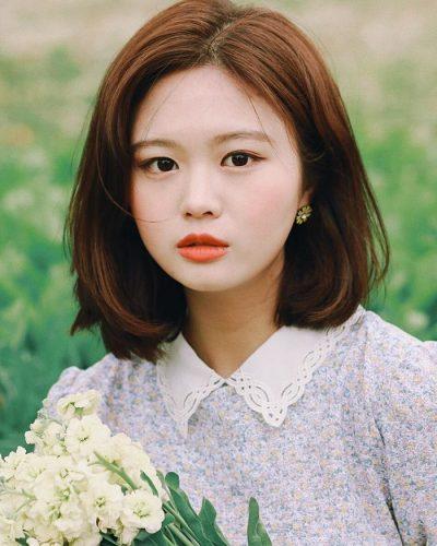 Nhận diện khuôn mặt tròn: Gương mặt khá đầy đặn, không có cằm nhọn. Hầu hết các cô gái có khuôn mặt tròn thì phần cổ sẽ ngắn.