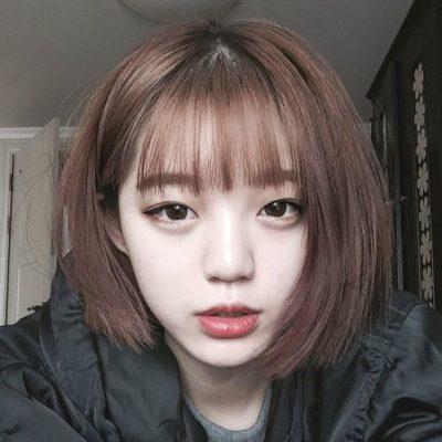 Người có khuôn mặt tròn và cổ ngắn cũng có thể chọn kiểu tóc thẳng, để mái bằng...