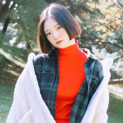 Kiểu tóc ngắn trên vai, cắt bằng cũng cực hợp cho nàng mặt tròn.