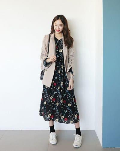 """Một outfit vô cùng xịn xò dành cho những cô nàng yêu thích váy hoa nhưng không muốn mình quá """"bánh bèo"""""""